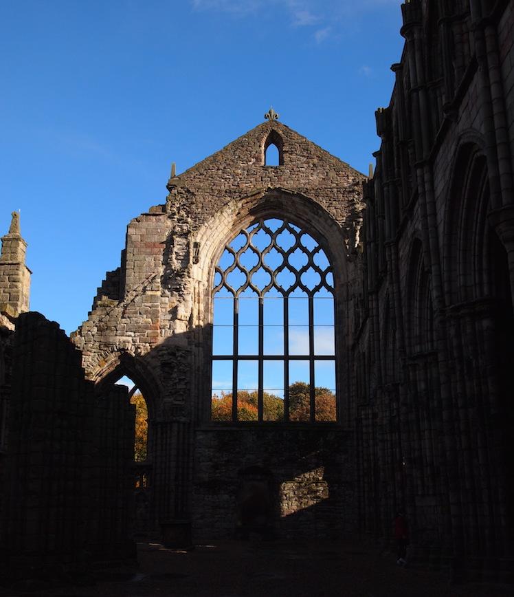 Ruines d'une ancienne chapelle dans le parc